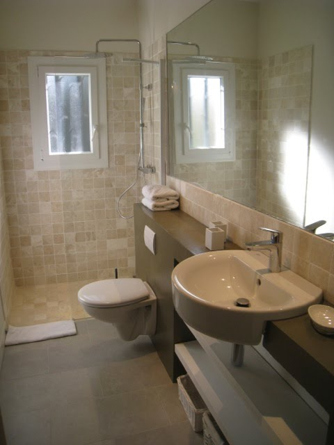 Upstairs bathroom, between bedrooms #2 and #3